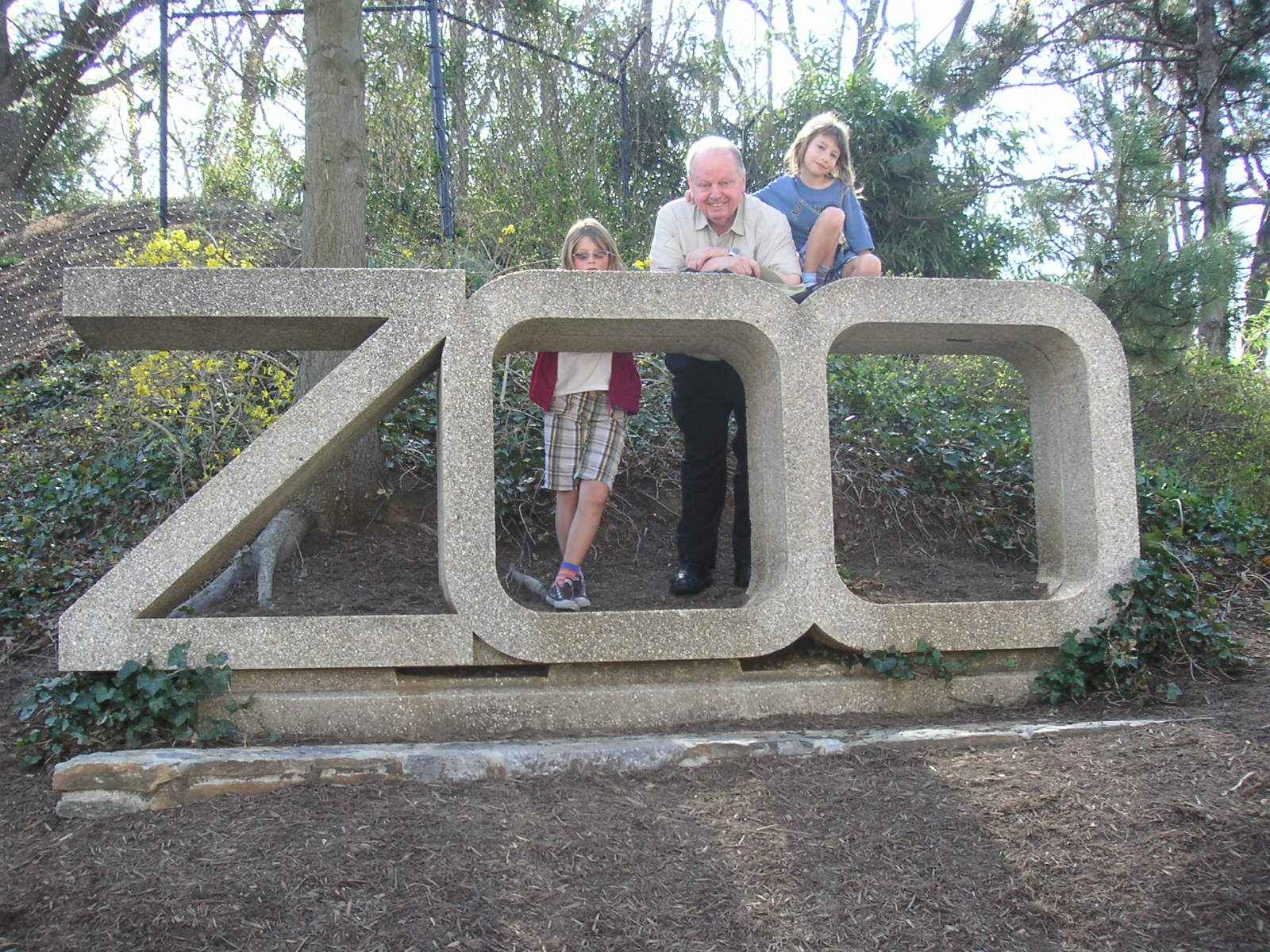 Grandpa Ward, Elsa, & Helen at the National Zoo in Washington DC